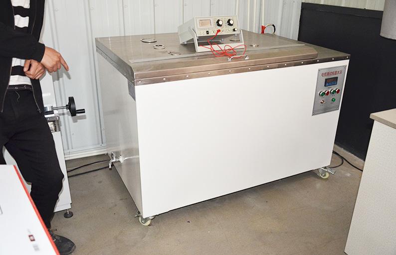 恒温水浴试验箱和ZC90高绝缘电阻测量仪